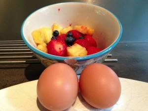 Fruit en gekookt ei